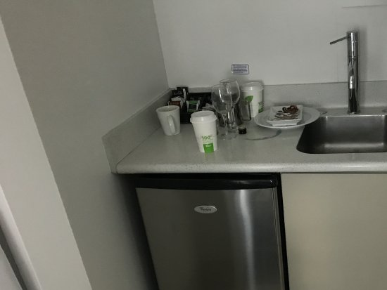 Mercure Wellington Central City Hotel and Apartments: Miniscule kitchen