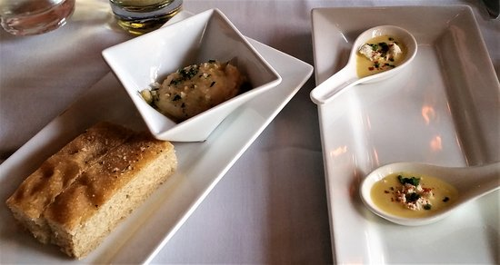 Ballston Spa, NY: Focaccia & white bean spread and amuse bouche.