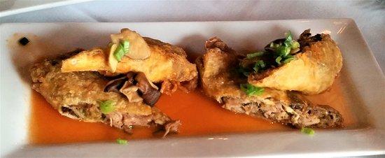 Ballston Spa, NY: Pulled pork & kimchi egg rolls.