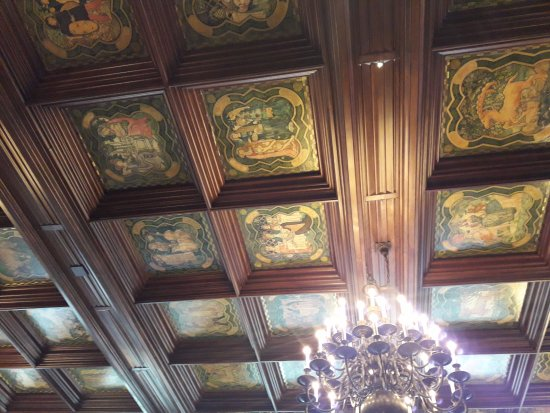 University Club of Chicago: Artistic ceiling of the dining room