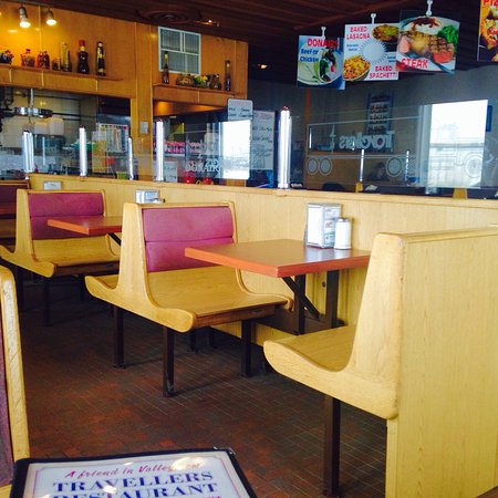 Valleyview, Canadá: The inside isn't fancy but it's nice like a family restaurant should be. Simple, tidy and just a