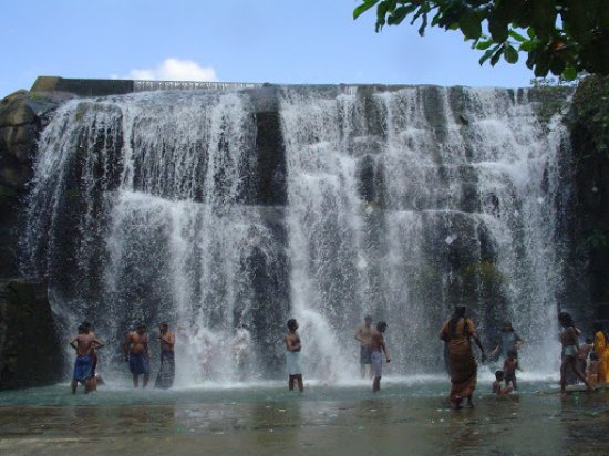 Kanyakumari District, อินเดีย: Tirparappu Waterfalls
