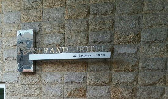 โรงแรมเดอะสแตรนด์: Outside the hotel