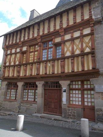 Maison d'Ernest Renan : ernest renan