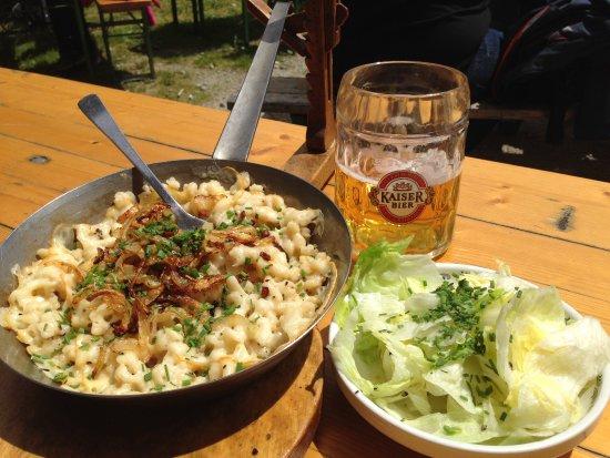 Mariapfarr, Austria: Kasnocken mit Salat