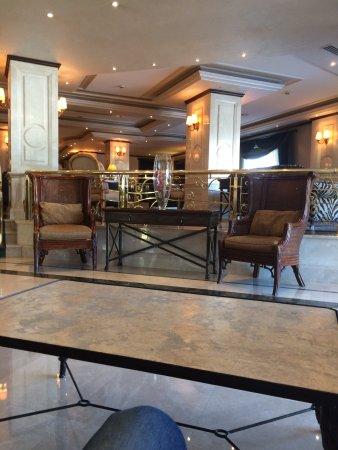 Rocks Hotel Casino: GERÇEKTEN ROCKS HOTEL ÇOK KALİTELİ VE GİRNE BÖLGESİNDE EN TEMİZ HOTEL TUVALETLER 2 DAKİKADA 1 TE