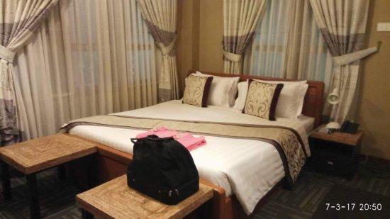 Cinderella Hotel: received_969564753183486_large.jpg