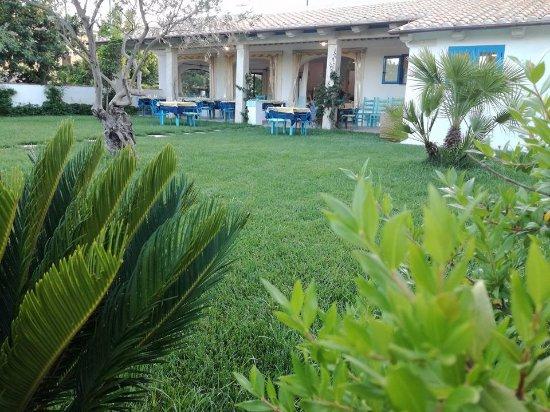 foto esterno giardino dove si può mangiare