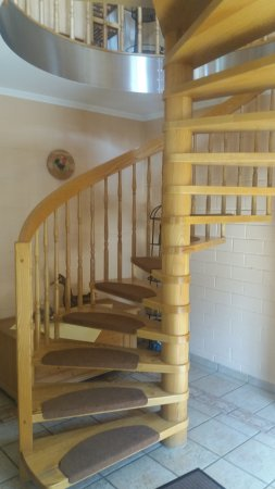 Hotel Am Anger: Spiral staircase to breakfast room
