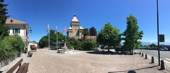 Vufflens-le-Chateau, Switzerland: photo1.jpg