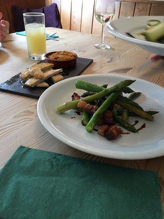 Snape, UK: Food on the menu.