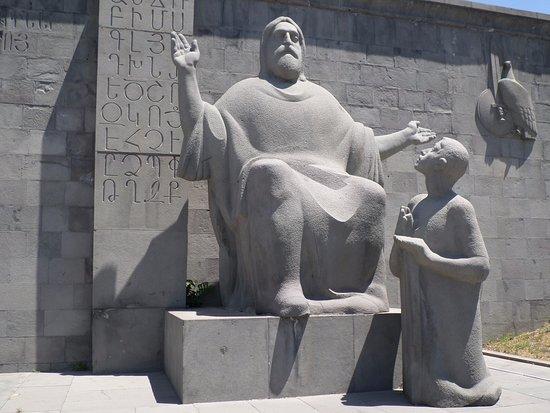 Matenadaran, Institut Machtots de recherches sur les manuscrits anciens : Mashtots con il discepolo Koryun