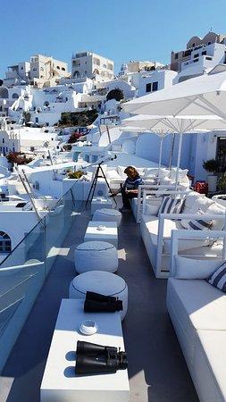 Dana Villas Hotel & Suites: Reception terrace and view over Firostefani