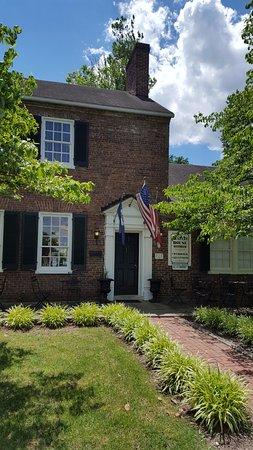 Chapeze House: Front entrance...