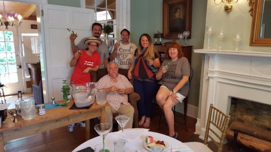 Chapeze House: Our class with the Colonel ... mint juleps for everyone!