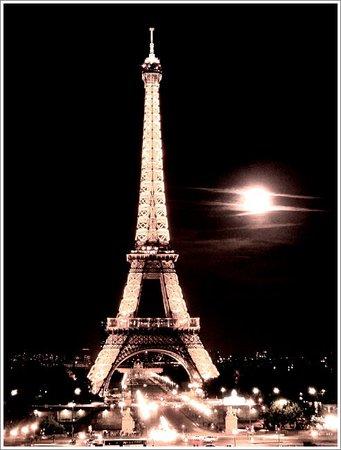 Palais de Chaillot: night view from Palais
