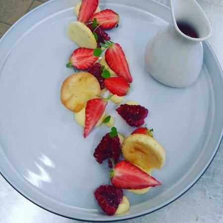Saint-Georges-sur-Cher, France: fraise framboise