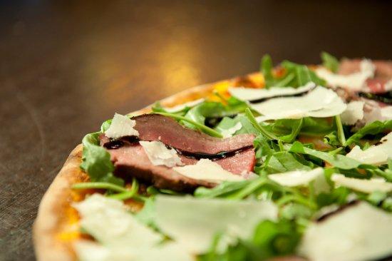 La Favorita Pizzeria : Fiorentina Pizza - Delicious!