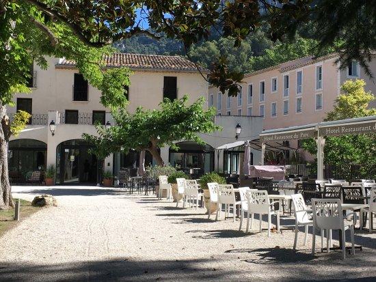 Hotel du Parc: Albergo molto confortevole e silenzioso con parco,spazio per le auto e un ristorante con terrazz