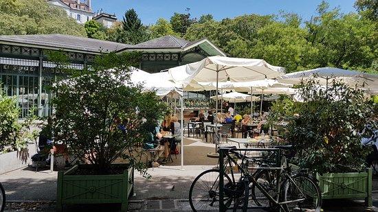 Cafe Restaurant du Parc des Bastions: agréable terrasse ombragé