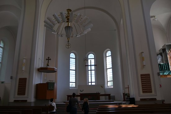 Suomenlinna Church (Suomenlinnan Kirkko): 質素な教会内部