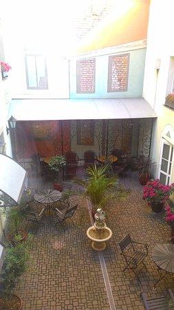 أولد ريجا هوتل فيكريجا: Hotel yard