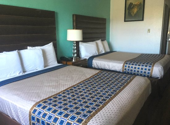 Delano, CA: Two Queen Beds