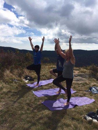 Concord, Carolina del Norte: Yoga Hikes