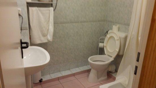 Hotel Chesscom: Bathroom