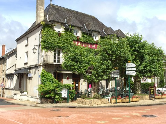 Siorac-en-Perigord, France: The Auberge from across the street