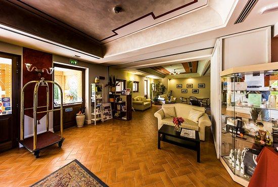 Saturnia Tuscany Hotel : La hall dell'hotel, molto ampia.