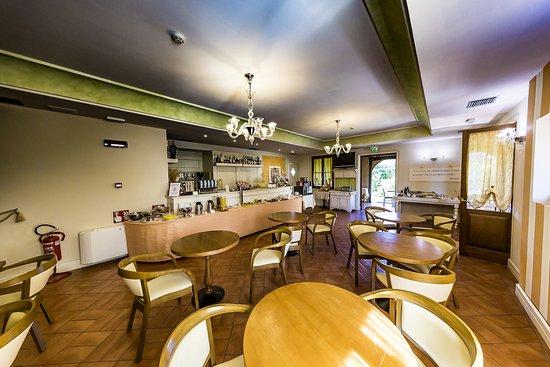 Saturnia Tuscany Hotel : La zona bar/colazione