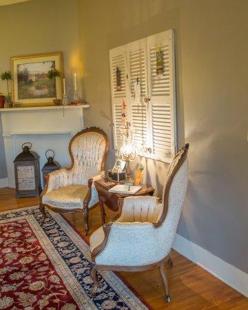 Lovingston, VA: Welcoming foyer area
