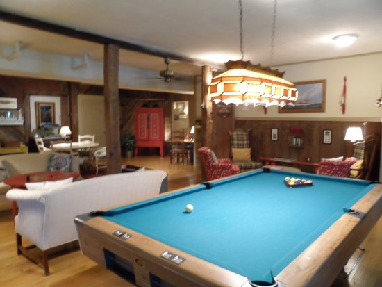 Captain Stannard House Bed and Breakfast Country Inn: Game room