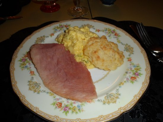 Captain Stannard House Bed and Breakfast Country Inn: Best scrambled eggs ever!!!!