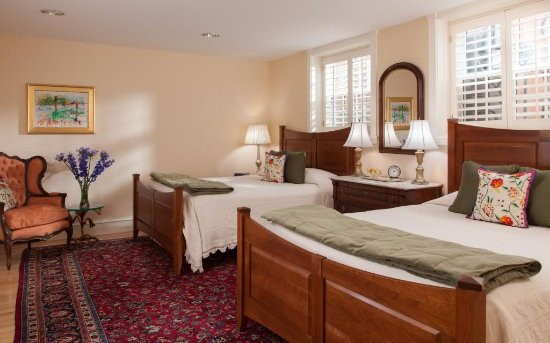 Embassy Circle Guest House Photo