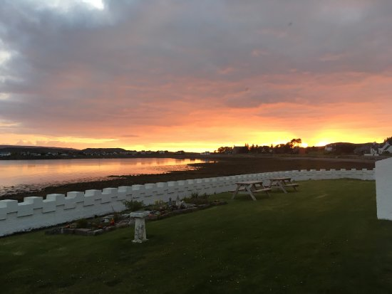 Aultbea, UK: Sunset from the outside tables at 10:30 PM