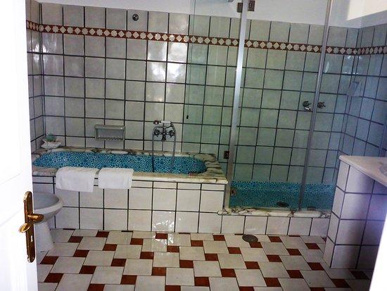 Villa Brunella: großes Bad mit Dusche