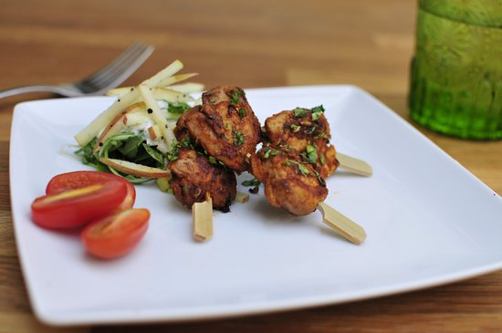 Rickmansworth, UK: One Day Indian Class - Chilli & Fennel Spice Blend Chicken Kebabs