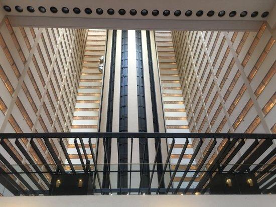 Int rieur de l 39 h tel et ascenseur central picture of new for Interieur new york