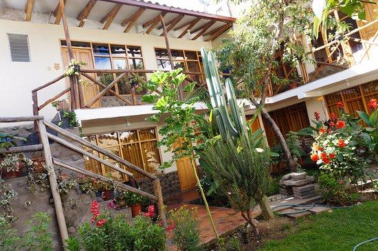 Hostel Andenes: jardin
