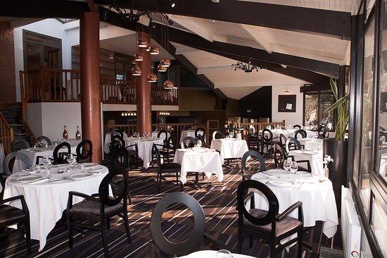 Beguey, France: Salle de restaurant du Château de la Tour