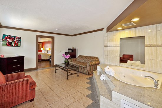 Red roof inn suites monterey hotel californie voir for Hotel jacuzzi 13