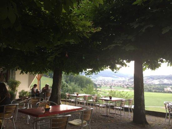 Erlinsbach, Switzerland: Lauschig, schöne Aussicht, lange Wartezeit