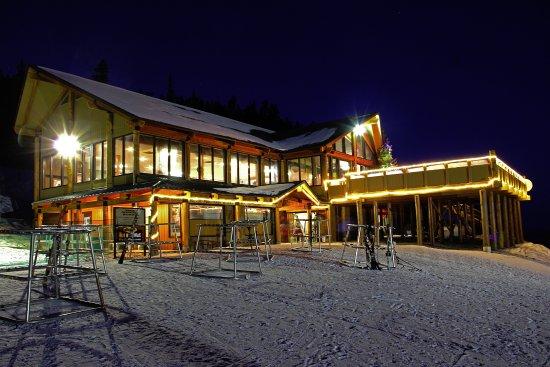 Mission Ridge Ski and Board Resort : The Hampton Lodge at night