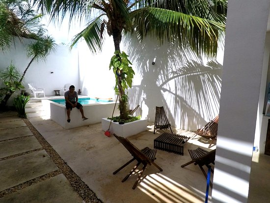 Hotel Latino: Pool/Common Area