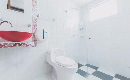 Hotel Marina Suites : Baño