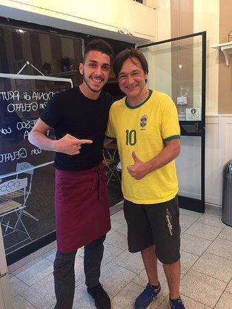 Un caro amico Sportivo è passato a trovarci. Fabio Caressa, adora cocco-lime e mango!!