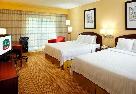 Willoughby, OH: Queen/Queen Guest Room