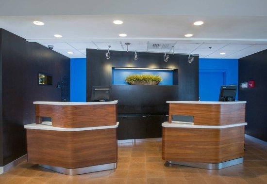Raynham, ماساتشوستس: Front Desk